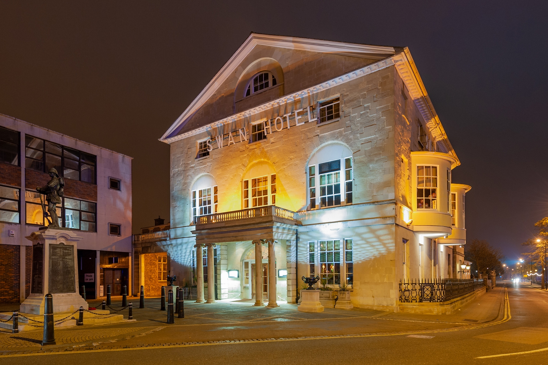 The Swan Hotel, Bedford at night